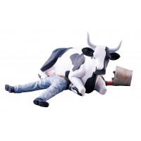 Коллекционная корова Cow Sitting on Man (9*15см)
