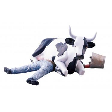 """Коллекционная корова Cow Sitting on Man - """"Горе-дояр"""" (9*15см)"""