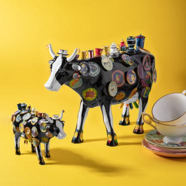 """Коллекционная корова The Moo Potter - """"В посудной лавке"""" (41*27 см)"""